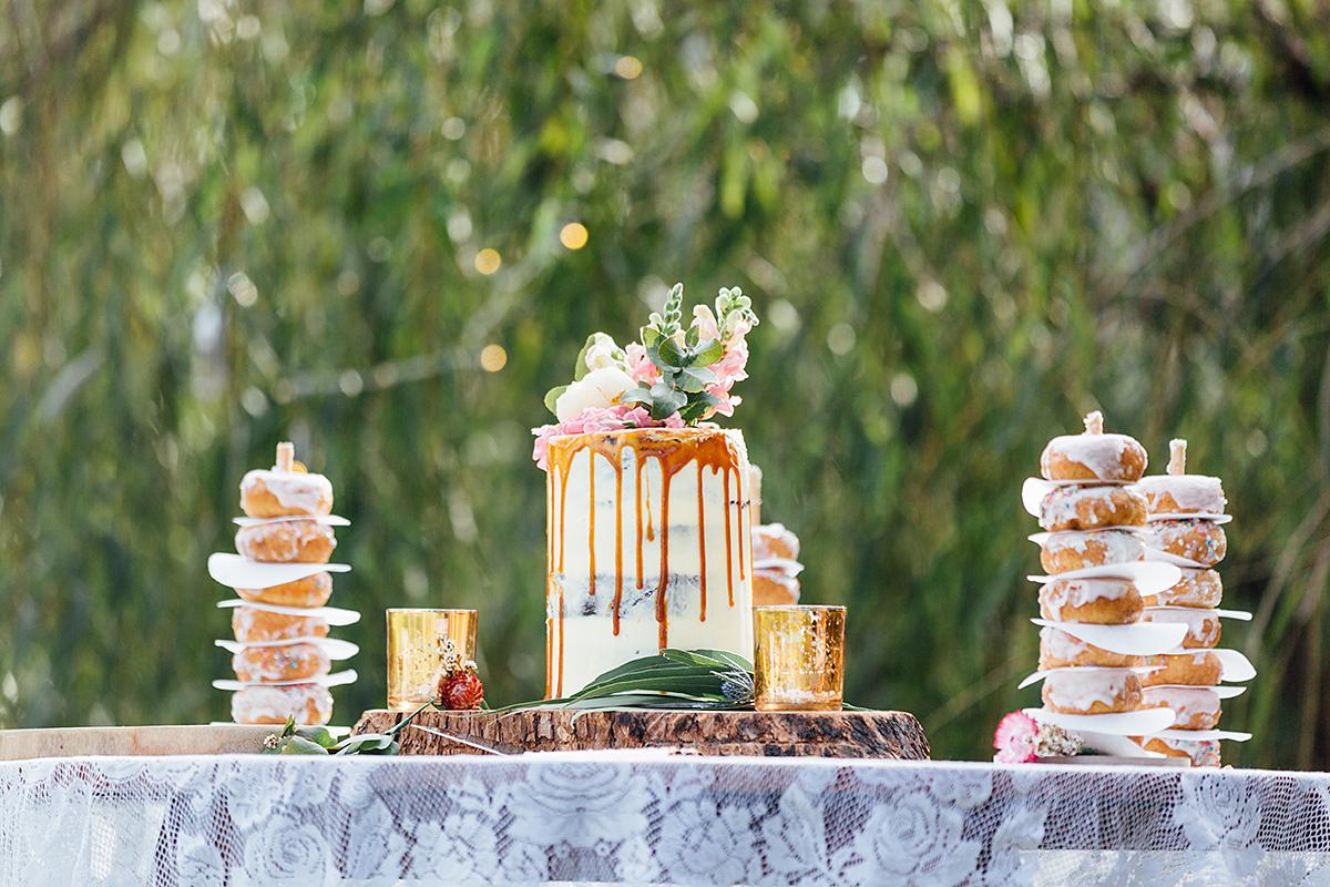 maleny botanical garden wedding, sunshine coast wedding, brisbane wedding photography, outside reception, wedding cakes, wedding doughnuts