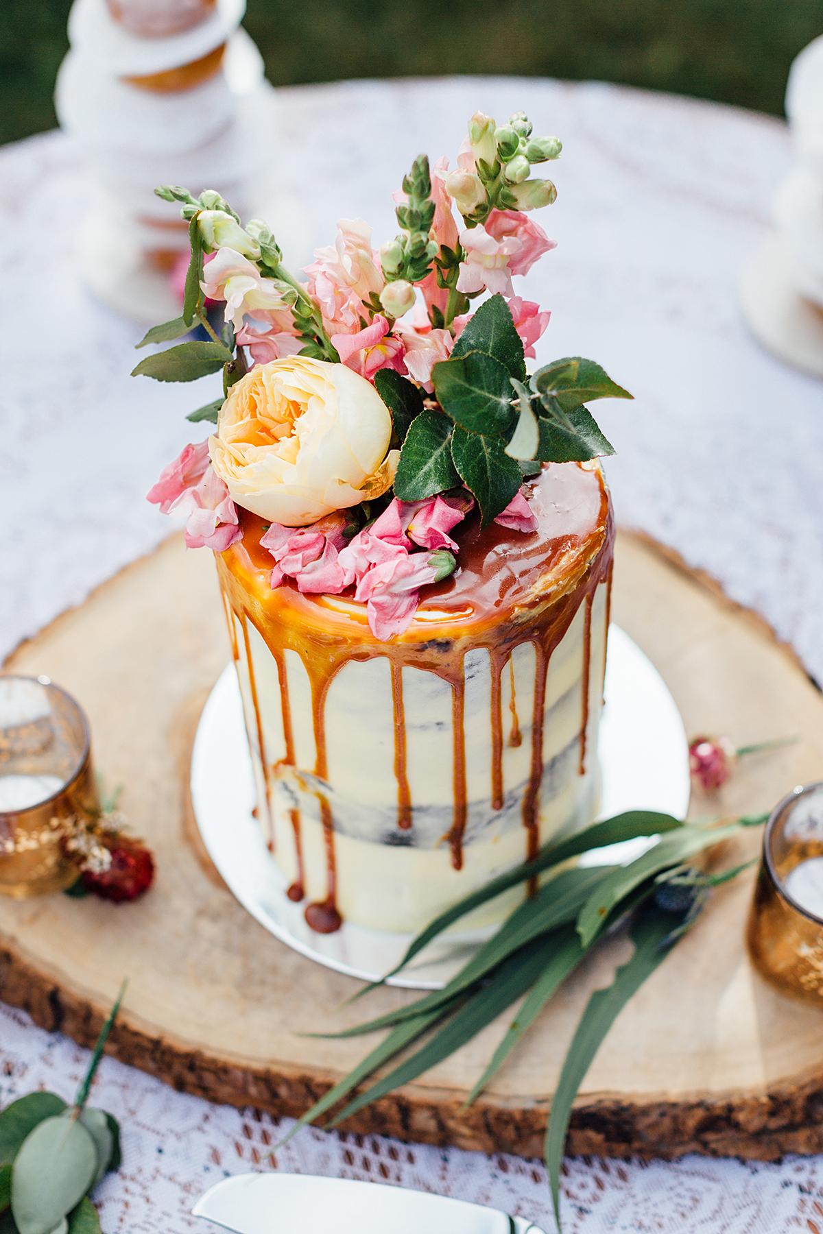 Maleny botanical gardens wedding photography cake